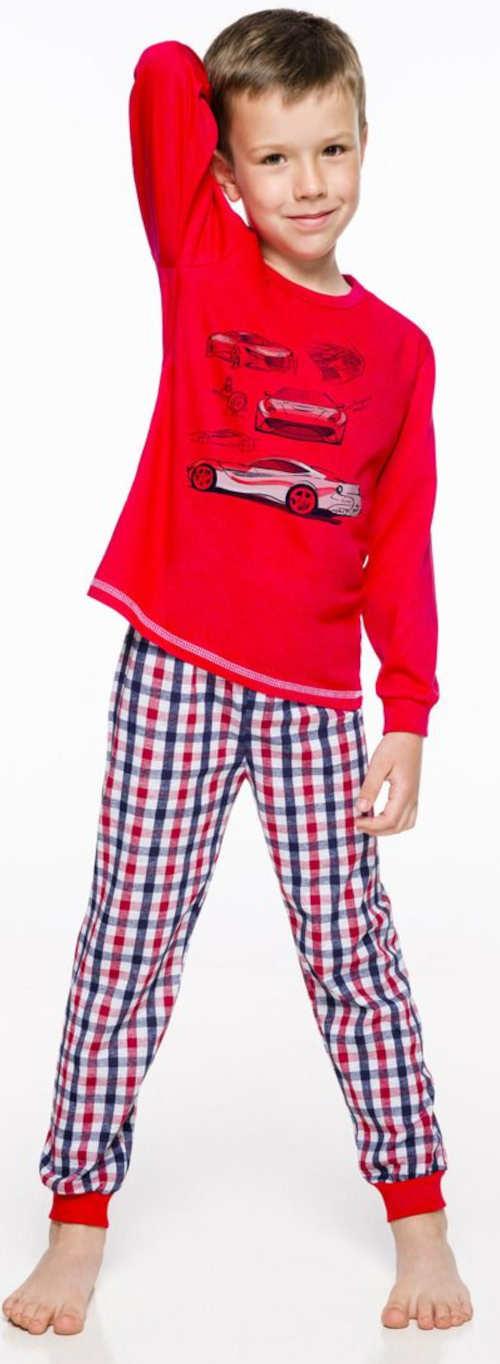 Czerwony chłopiec z nadrukiem samochodu